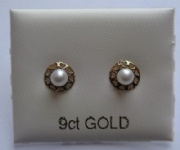 9ct Gold Cultured Pearl stud earrings with heart shaped edges